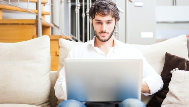 शीर्ष 10 महिला ऑनलाइन संपर्क करते समय गलतियाँ पुरुषों बनाने