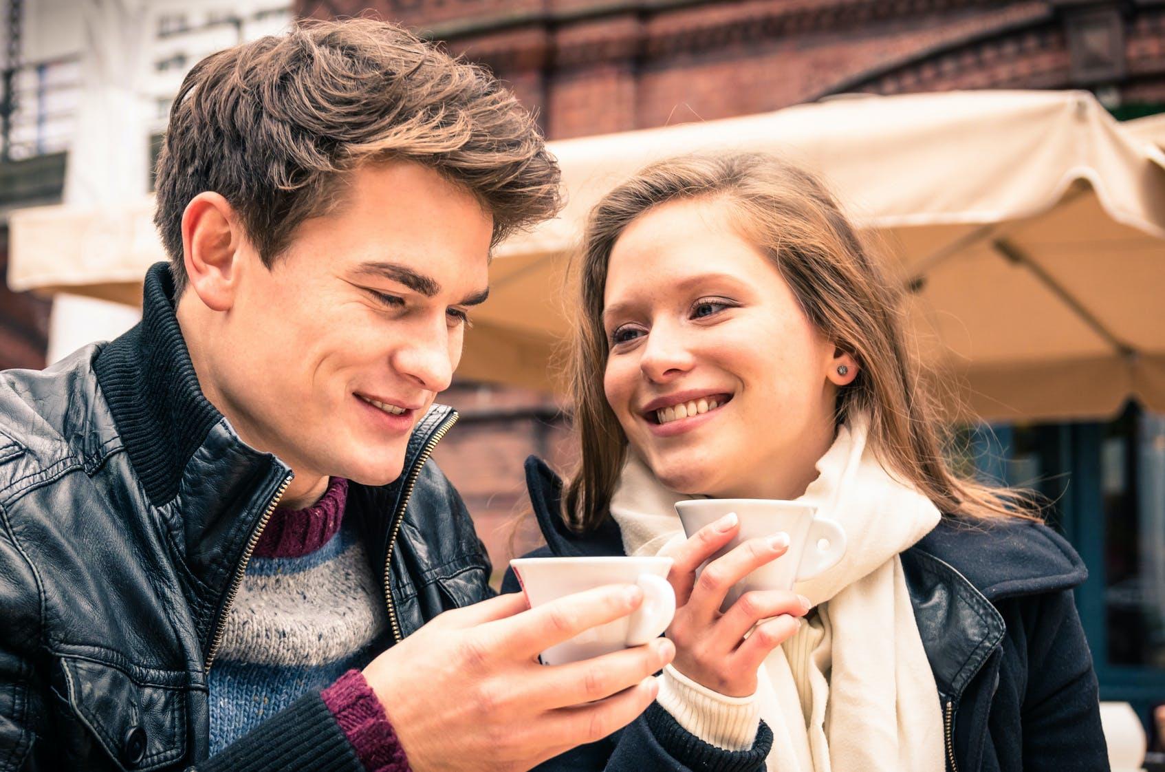 Μεθυσμένος/η σε απευθείας σύνδεση dating